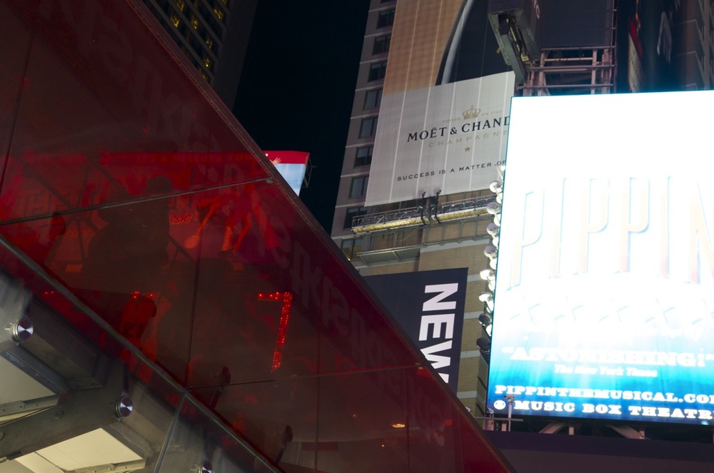Midnight on Times Square, Series 17, 1/3