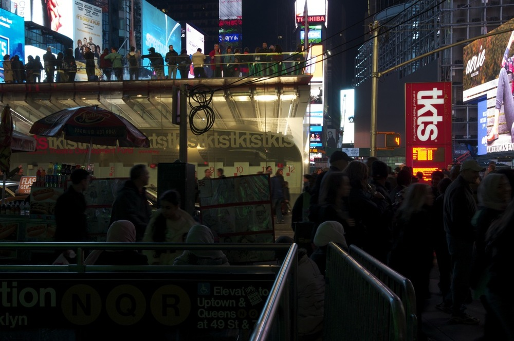 Midnight on Times Square, Series 17, 2/3