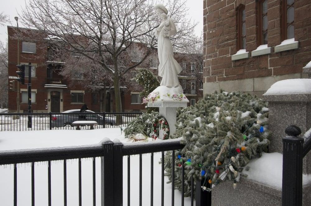 Décorations de Noël, église St-Philippe, rues de Lanaudière et Bélanger