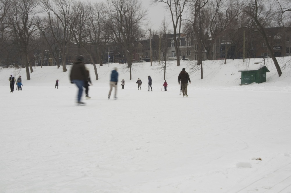 Patineurs sur l'étang, parc Lafontaine