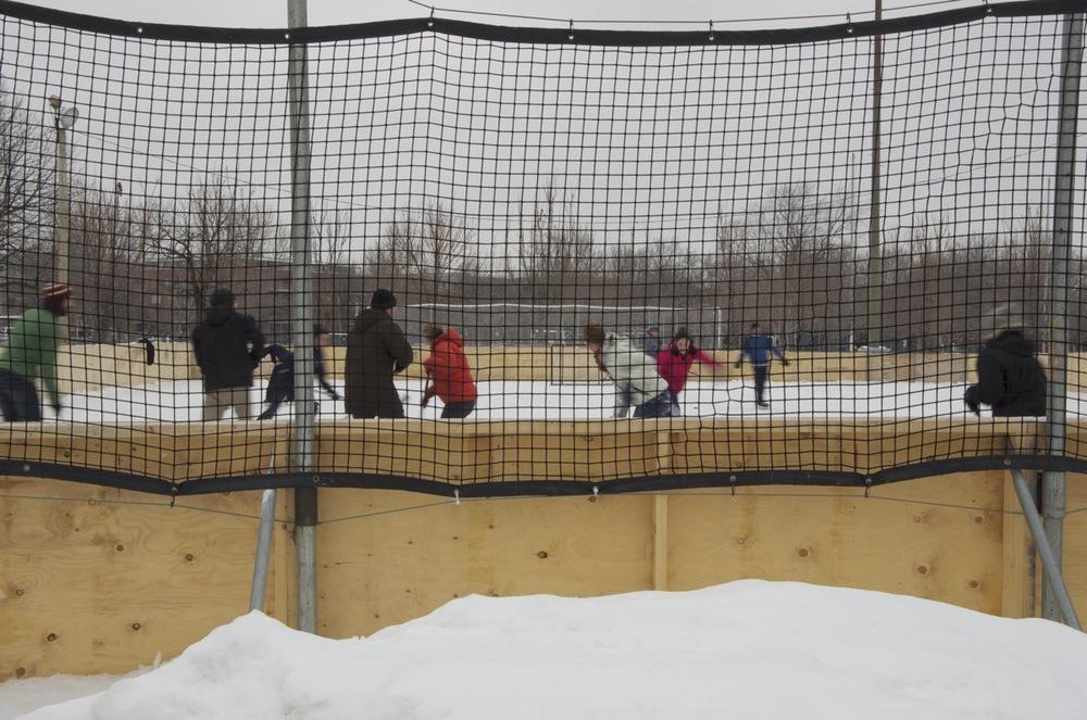 Au hockey avec les filles, parc Laurier, 2/2