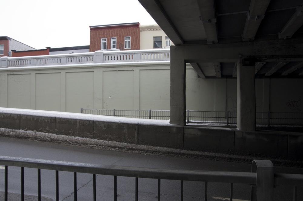 Sous le viaduc, rue St-Hubert