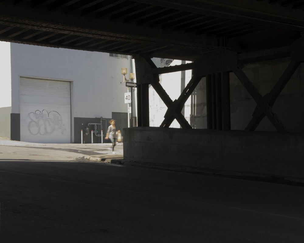 Sous le viaduc de la rue Guy