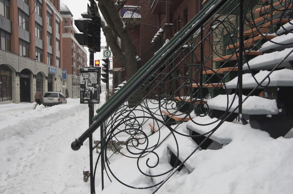 Escaliers enneigés, avenue Laurier