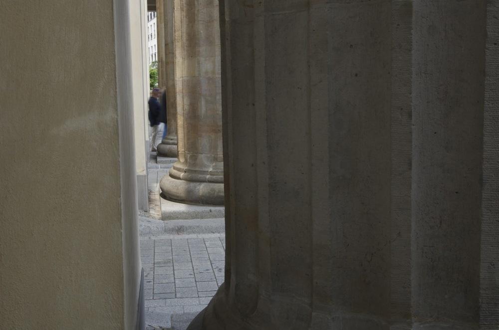 Zwischen den Säulen, Brandenburger Tor
