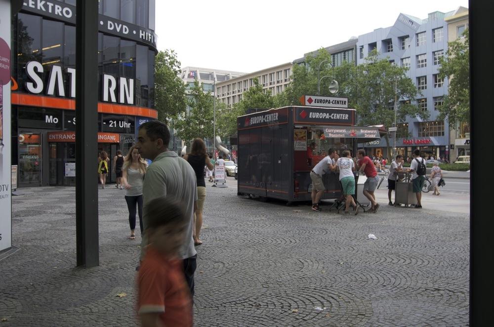 Am Europa-Centre Eingang, Tauentzienstraße