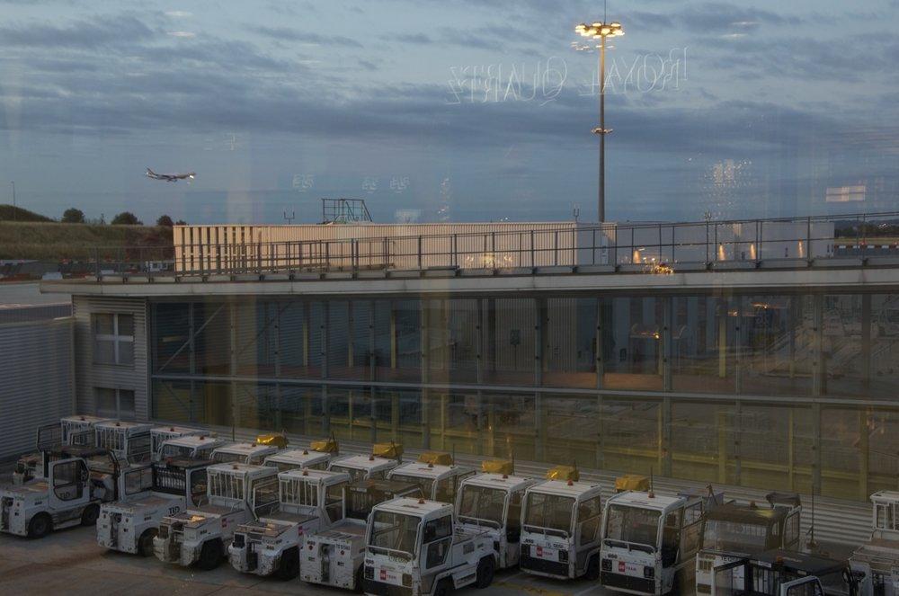Un peu avant six heures, aéroport Charles-de-Gaule