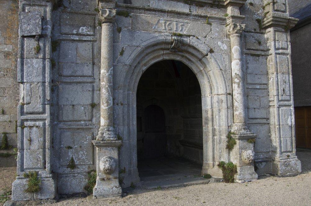 Porche sud de l'église St-Pierre, Guiclan