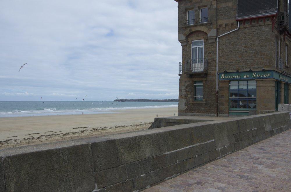La Grande Plage depuis la chaussée du Sillon, St-Malo