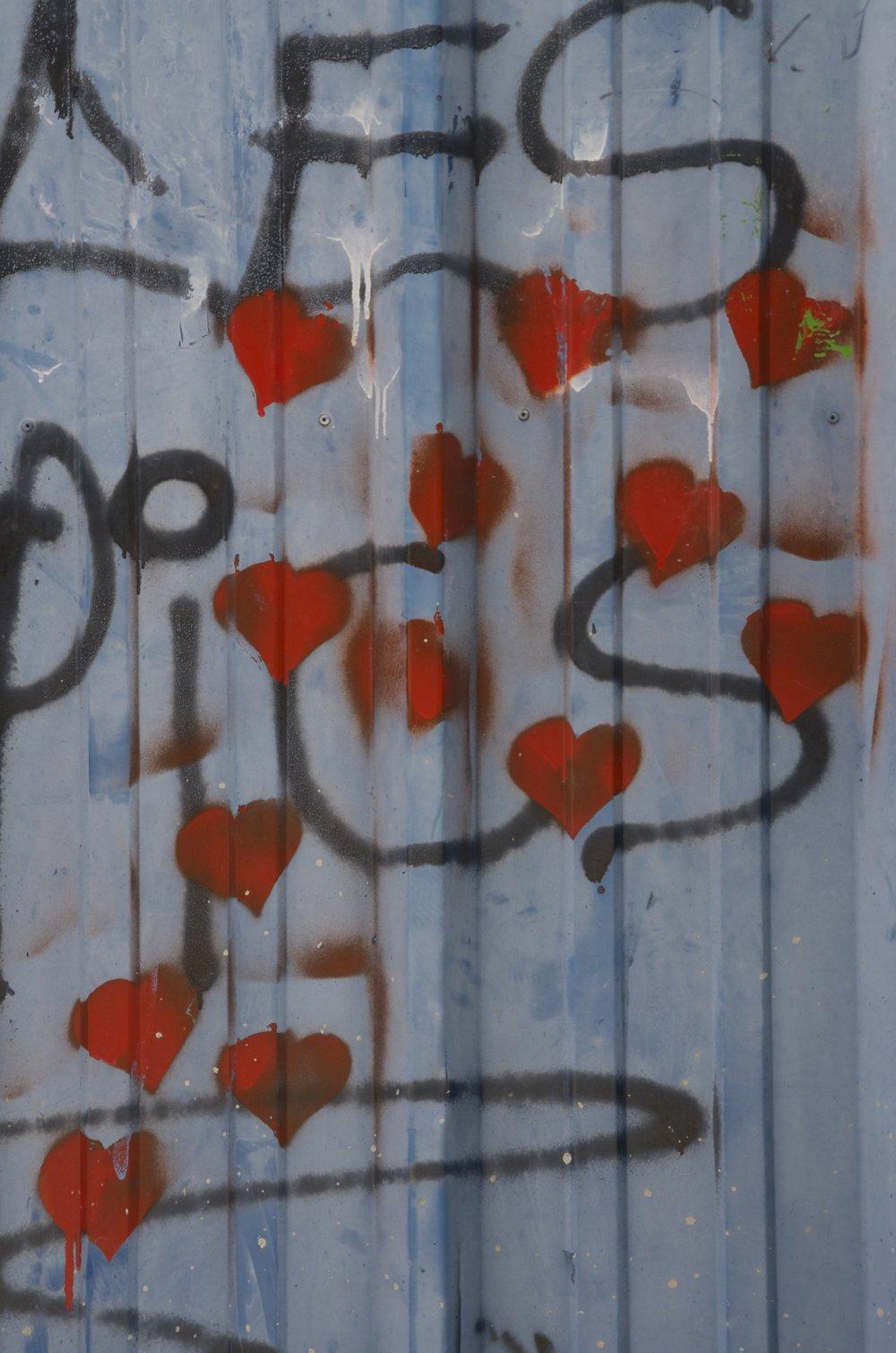 Amour (13 fois en rouge)