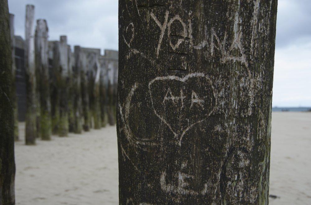 love A+A (aka Pieux sur la grève de St-Malo)