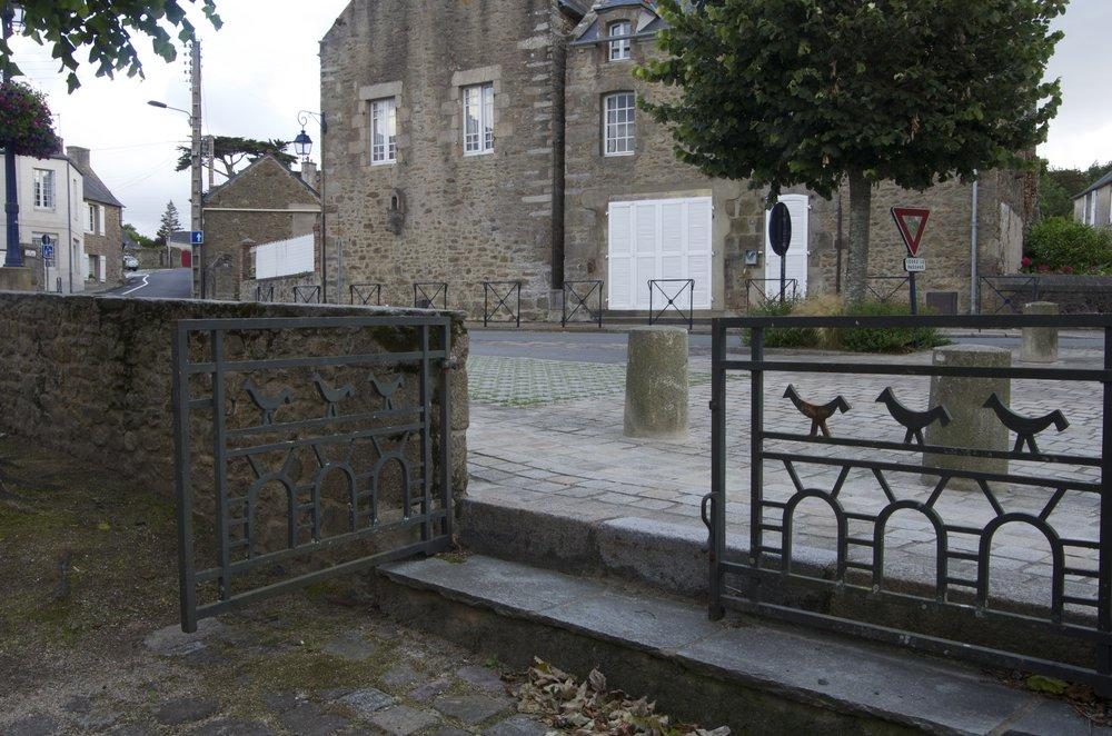 Le parvis de l'église St-Lunaire, St-Lunaire