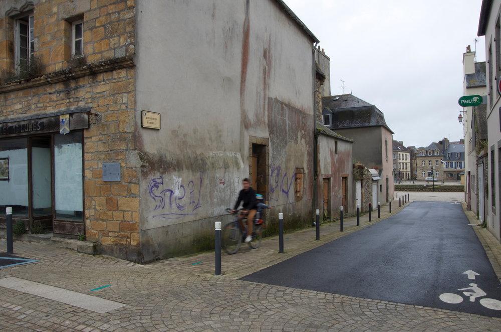 Dans la rue aux Fruits, Landerneau