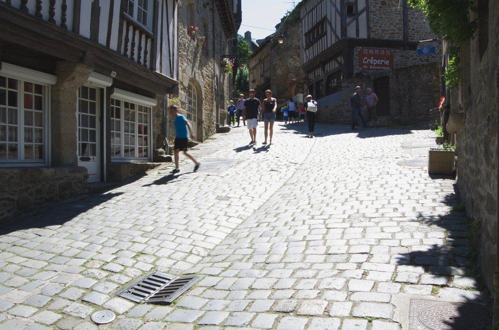 Dans la rue du Petit Fort, Dinan
