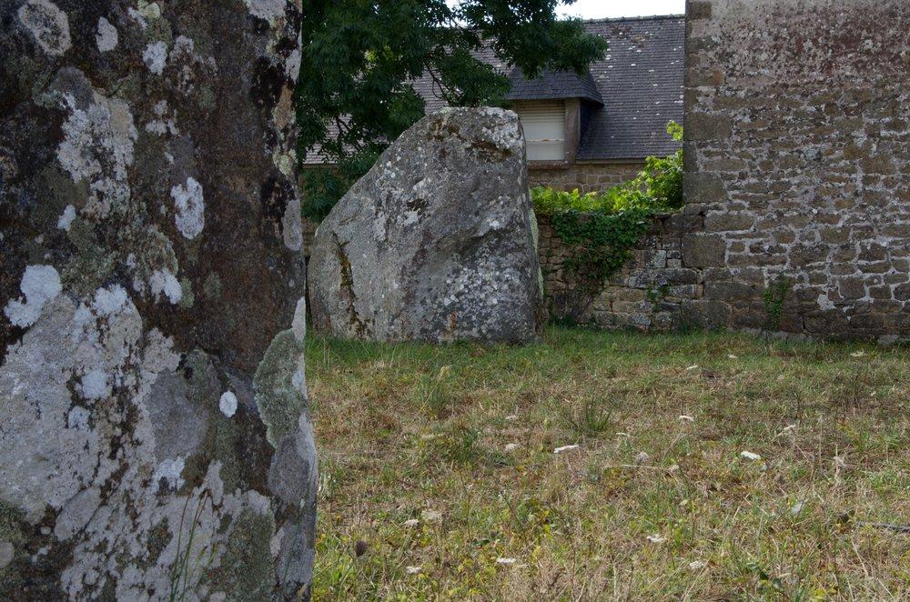 Menhirs près des maisons, le Ménec, Carnac