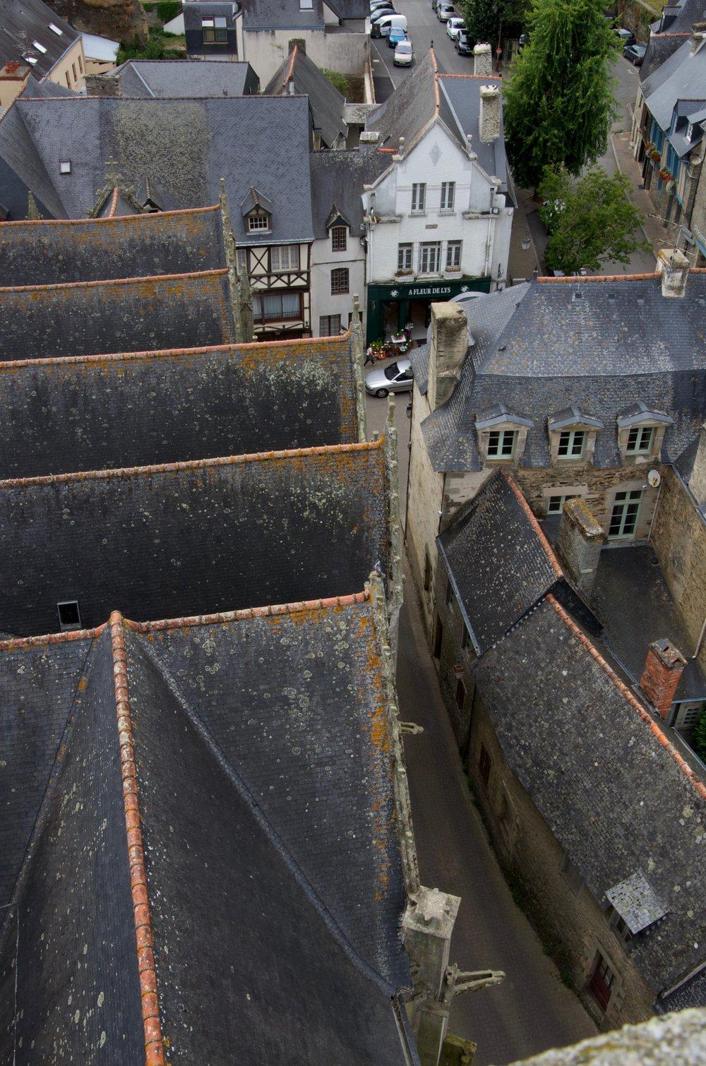 Rue Mr Joublier depuis le clocher de la cathédrale, Josselin