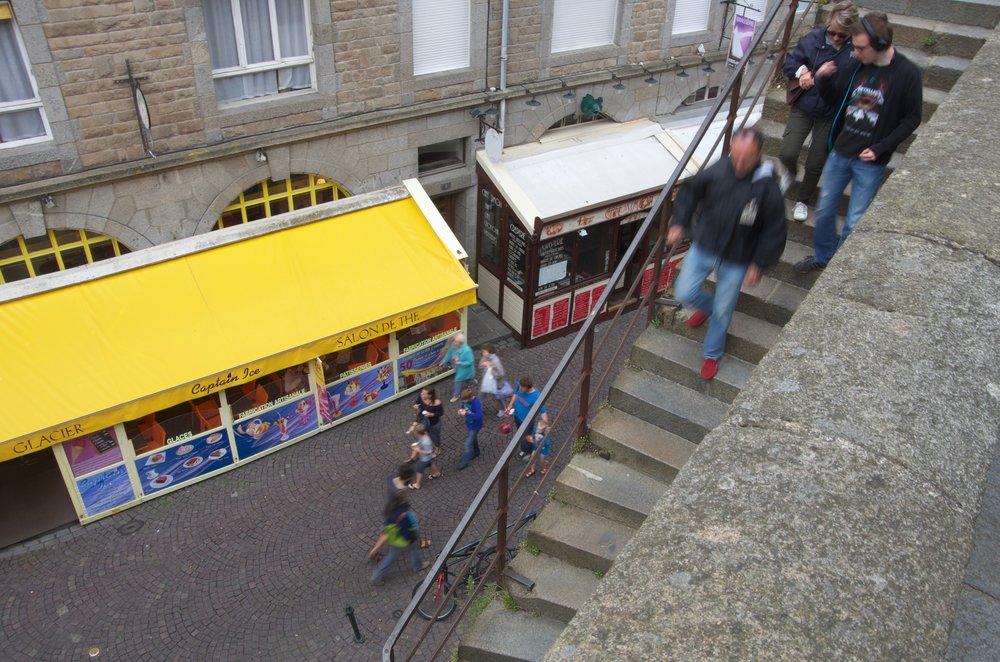 Rue Jacques Cartier depuis les remparts, St-Malo