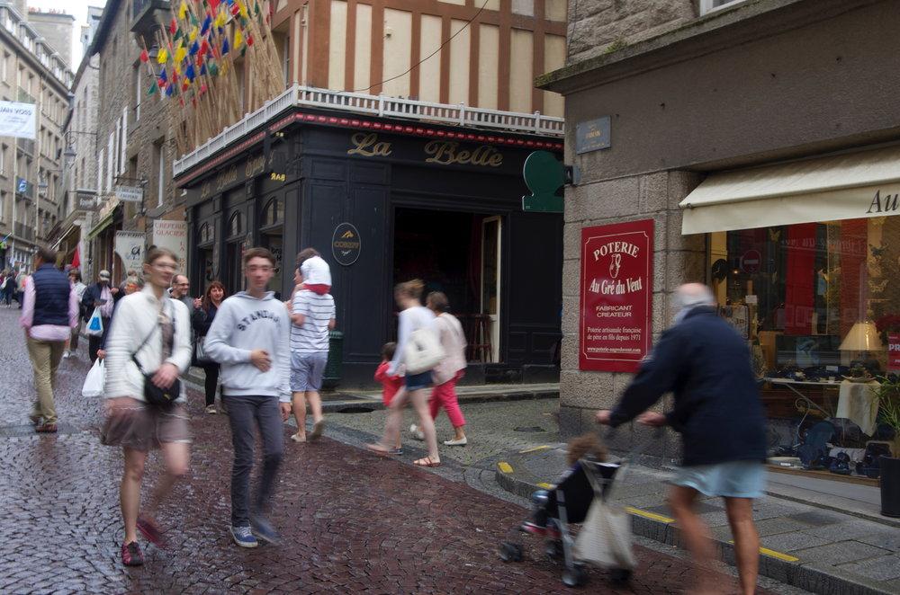 Rue de Dinan, à la rue des Vieux Remparts, St-Malo