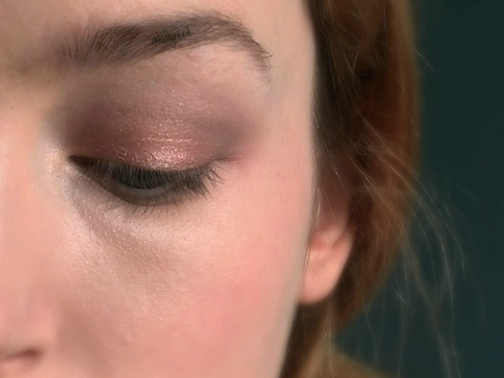 Natural, flattering, everyday makeup Blend