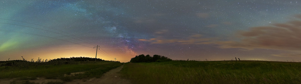 7 shot panoramic featuring aurora, light pollution from Regina, Milky Way, and clouds.                 11mm |   f/2.8 | 30  s | ISO1600