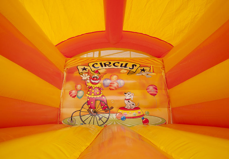 mini-springkasteel-circus-overdekt-940x652.jpg
