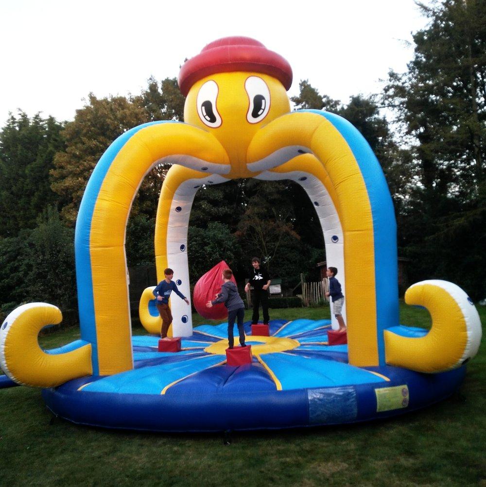 swing him off attracties huren get him off octopus jungle springkasteel dieren