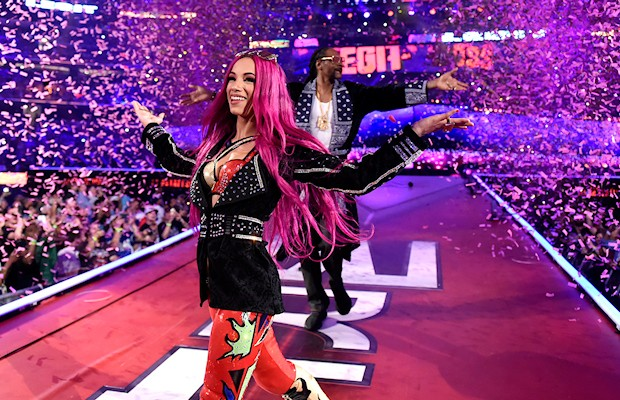 SASHA BANKS making her entrance at WrestleMania 32 with Snoop Dogg.
