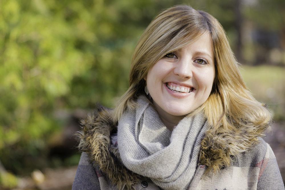Alina Headshot-4.jpg