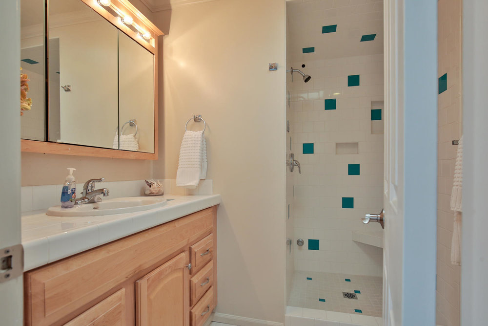 602 165th Ave NE Bellevue WA-large-016-16-Bathroom-1500x1000-72dpi.jpg