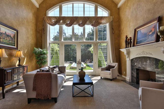 428 289th Pl NE Carnation WA-small-005-47-Living Room-666x444-72dpi.jpg