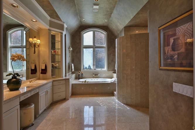 428 289th Pl NE Carnation WA-small-015-28-Master Bath-666x444-72dpi.jpg