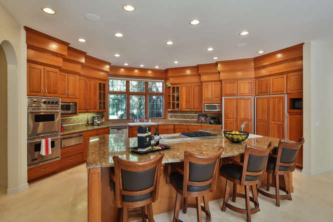 428 289th Pl NE Carnation WA-small-022-8-Kitchen-666x444-72dpi.jpg