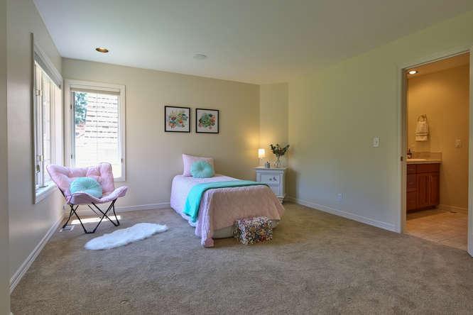 428 289th Pl NE Carnation WA-small-032-16-Bedroom 4-666x444-72dpi.jpg