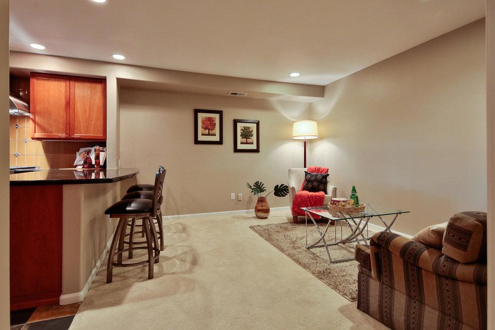 04225 4th Ave Kirkland WA 98033-large-016-19-Family Room-1500x1000-72dpi.jpg