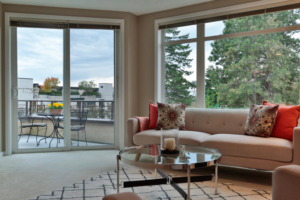 012225 4th Ave Kirkland WA 98033-large-024-31-Living Room-1500x1000-72dpi.jpg