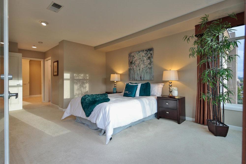016225 4th Ave Kirkland WA 98033-large-030-32-Master Bedroom Ensuite-1500x1000-72dpi.jpg