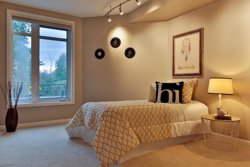 018225 4th Ave Kirkland WA 98033-large-027-34-Bedroom 2-1500x1000-72dpi.jpg