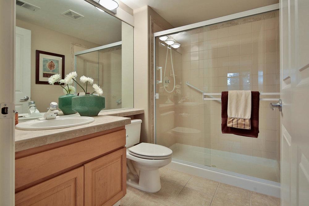 019225 4th Ave Kirkland WA 98033-large-028-29-Bathroom-1500x1000-72dpi.jpg