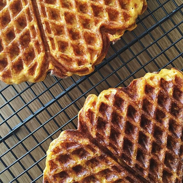 Sweet potato and oat waffles ✨ It's so much fun to play in the kitchen again. Hope to share the recipe soon!