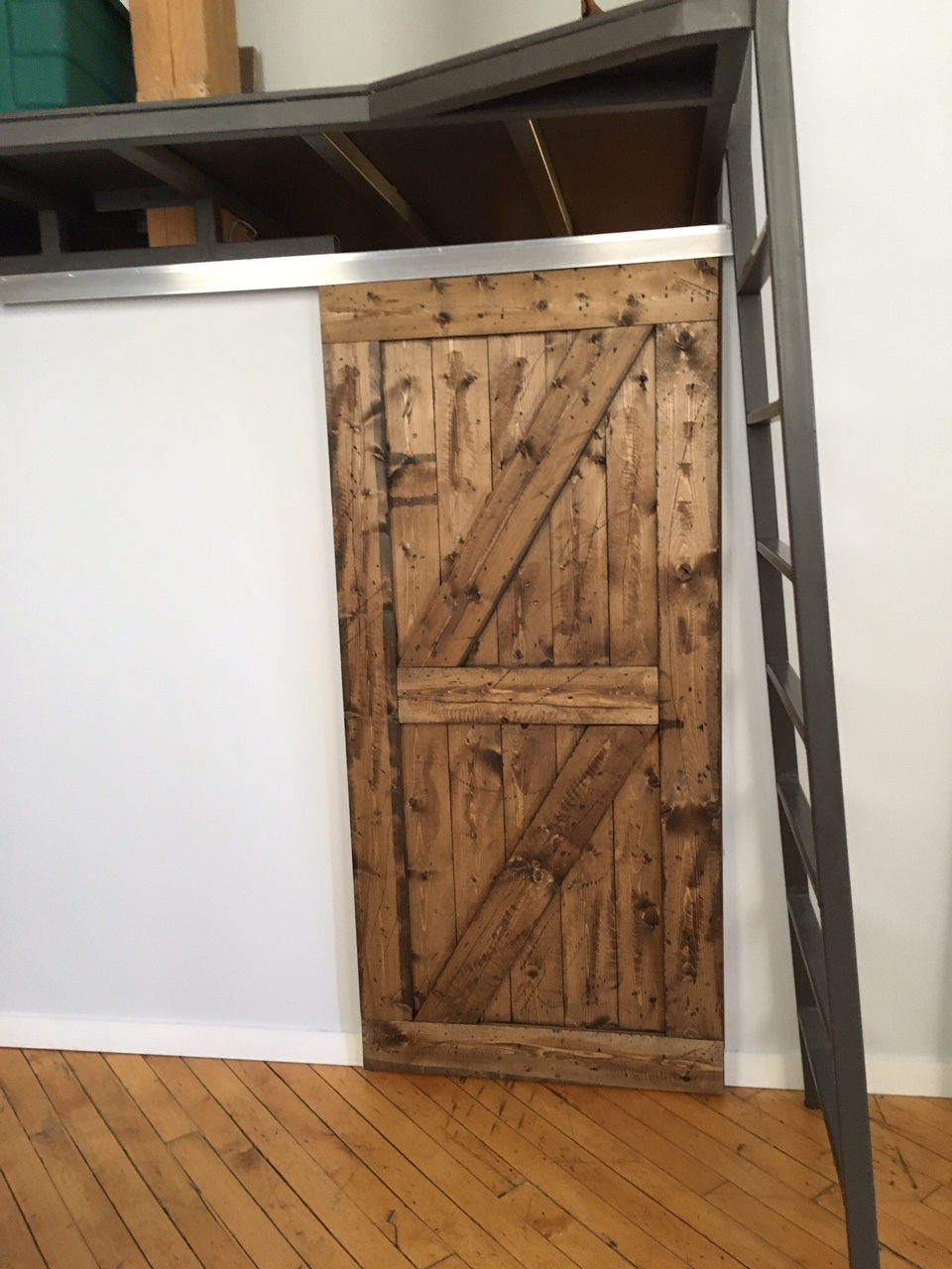 Single Door, Double Z Style (Stained), Box Rail Hardware