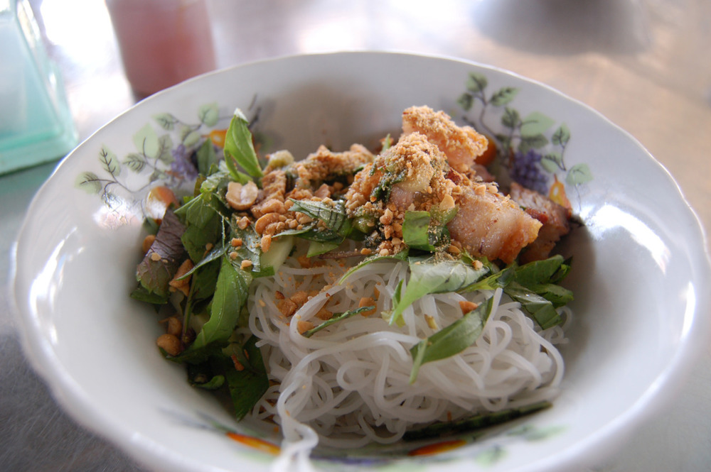 A typical Vietnamese dish: vermicelli with pork. It was delicious.