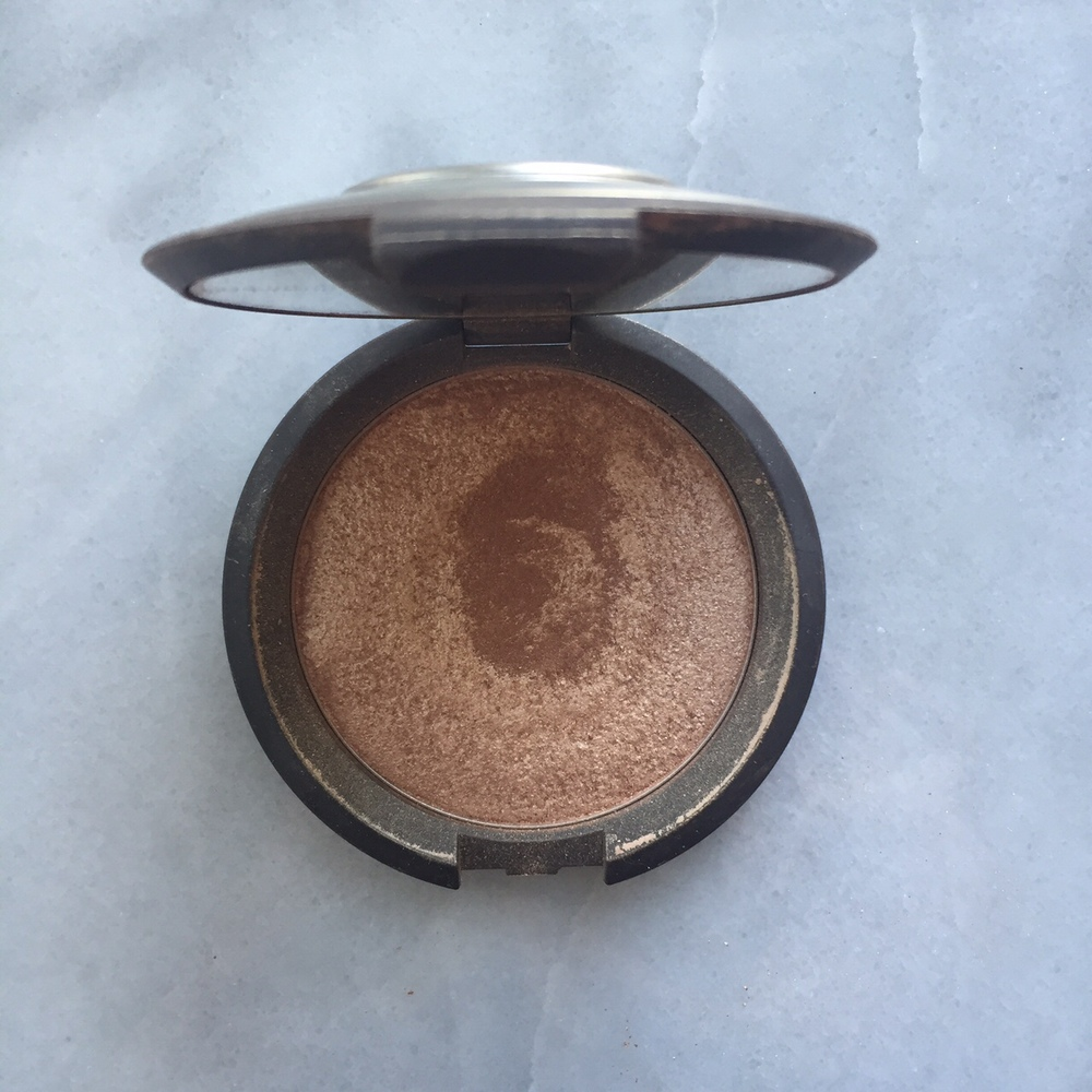 Monthly Beauty Faorites: Becca Highlighter in Opal | http://thefourthreads.com