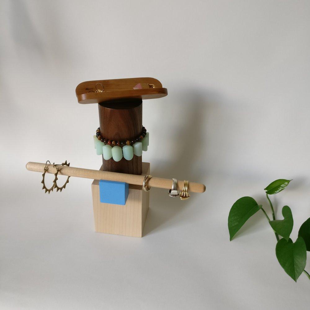 Jewelrt box, totem, wood, design, projet eight eight, projet huit huit, Myriam Rigaud, designer, memphis, geometric, hot dog blue