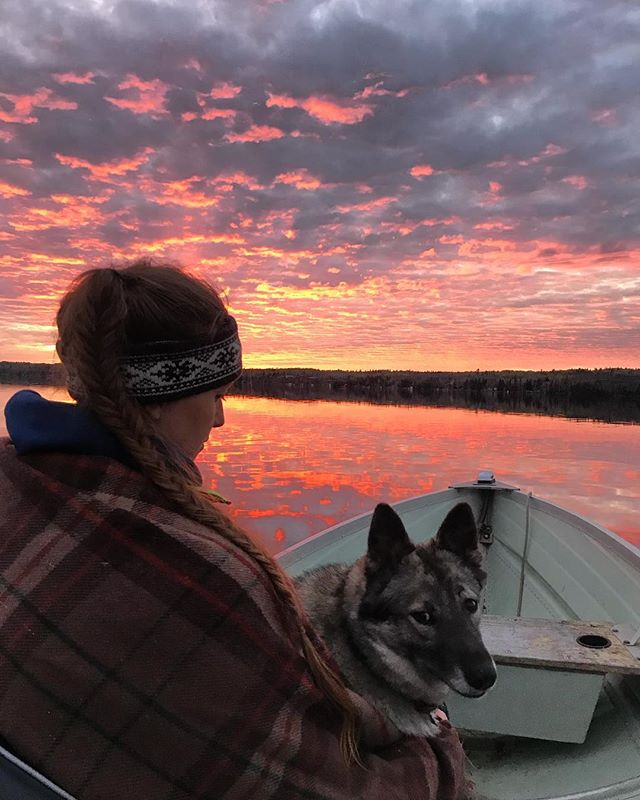Sunset boat ride.  @falcontrails @caleighchristie #heidithedog #explorethewhiteshell #exploremb #explorecanada