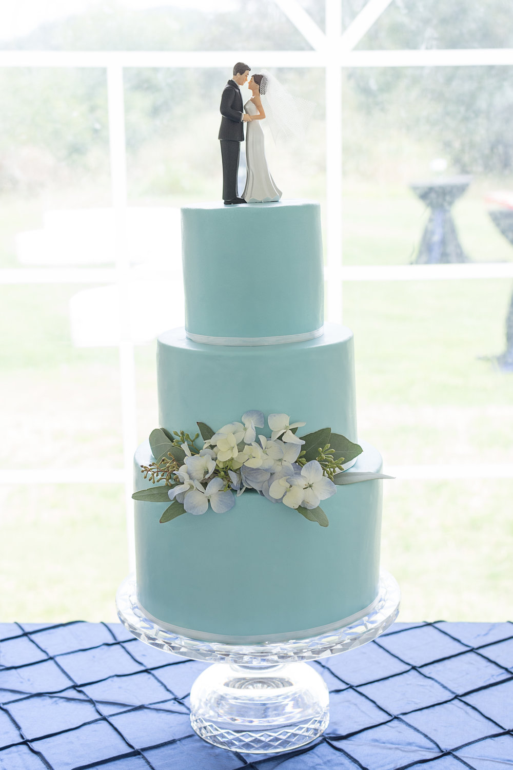 Blue Wedding Cake 9-2-17.jpg