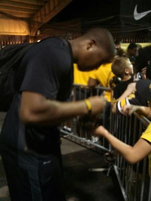 Rickey Hatley autograph after victory.jpg