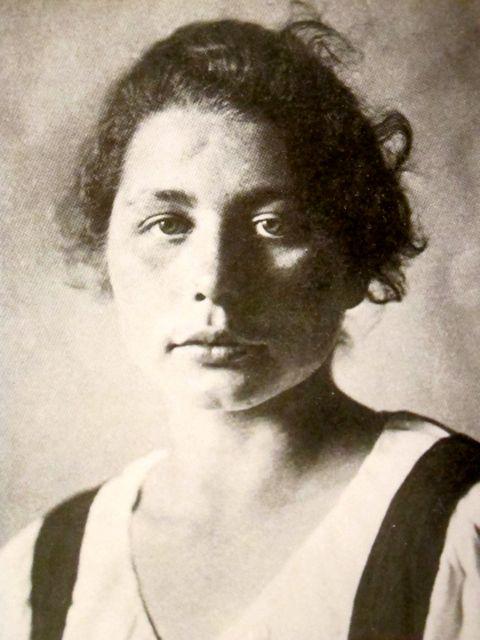 Gunta Stölzl 1897-1983.jpg