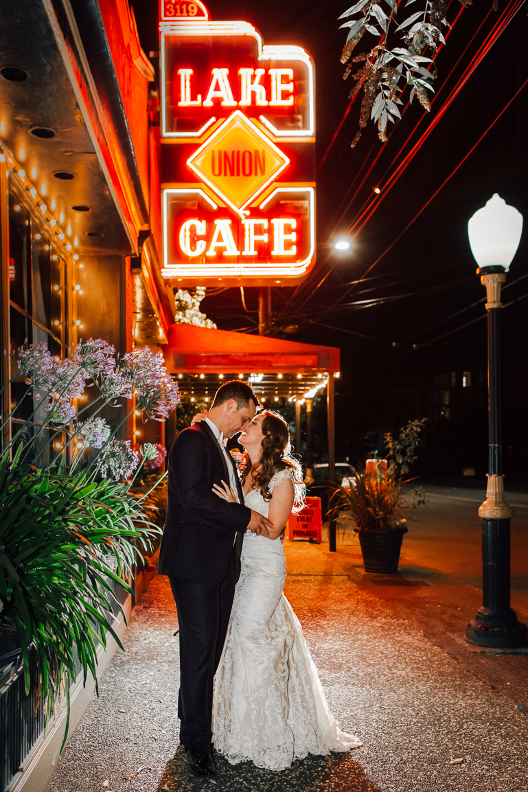 lake union cafe wedding photo