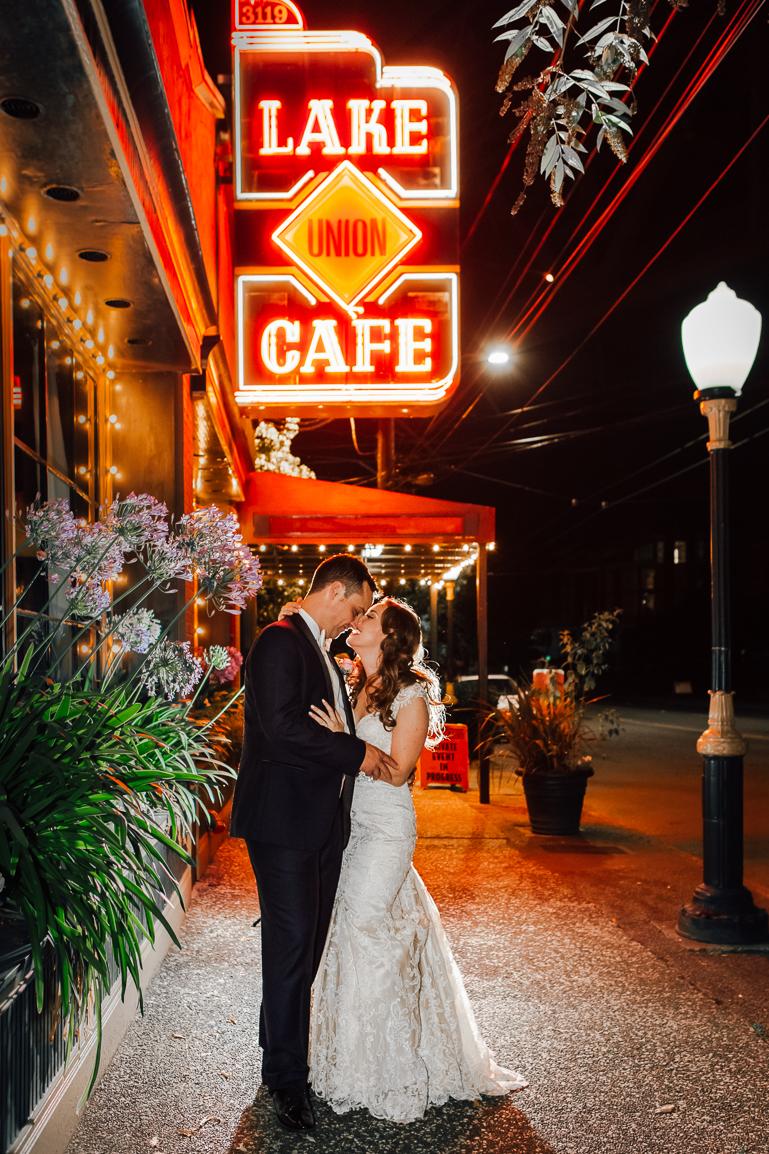 lake union cafe wedding photo