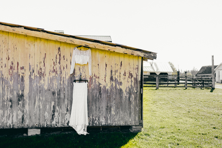 seattle yellow barn wedding photos
